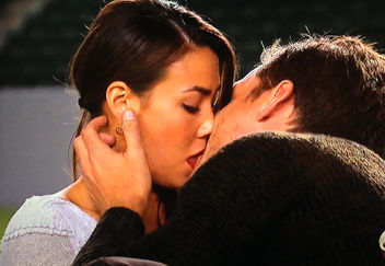 https://sheaffertoldmeto.com/wp-content/uploads/2014/01/sharleen-kiss-bachelor-w352.jpg